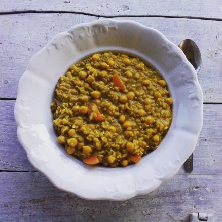 Mogyoróvajas-csicseris-rizses egytál bográcsban