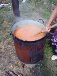 Több üstnyi baracklevárt is főztünk